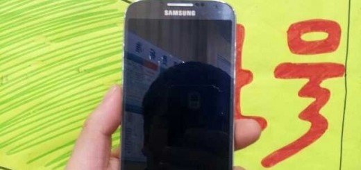 Samsung Galaxy S4 : the first 'live' photos leaked and you can see them here.